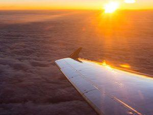 airplane-jejt-wing-land_istock_gl497x373