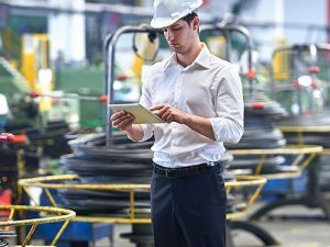 mfg-man-tablet-factory-manufacturing-hat_iStock_gl497x373